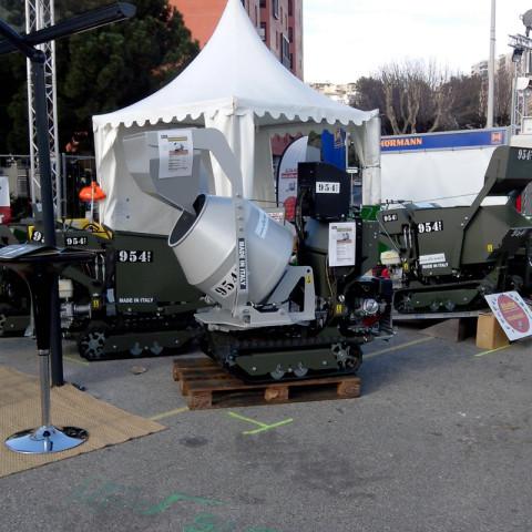 Mini-Raupentransporter mit hydraulisch kippbarem Betonmischer und Selbstladeschaufel