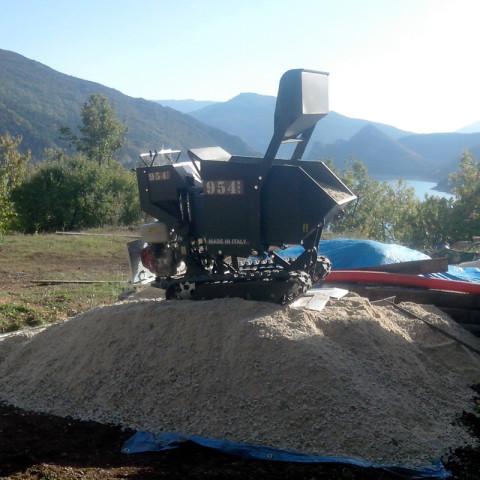 Minitransporter mit Dumper und Schaufel