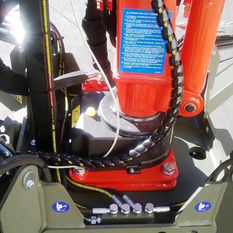 Mini-Raupentransporter mit Absetzkran M150 mit Winde und 4 hydraulischen Stützfüßen
